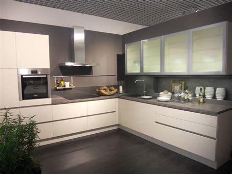 poign馥 de cuisine design ml cuisines alno welmann mobilier de salle de bain