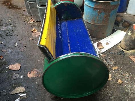 Kursi Dari Drum Oli pria asal klaten ini ubah drum bekas oli jadi meja kursi