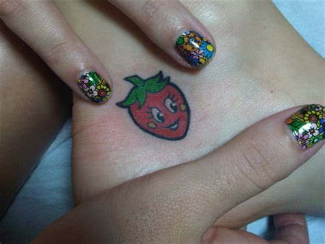 strawberry tattoo katy perry katie perry s ankle strawberry tattoo