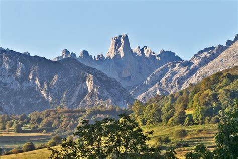 mirador naranjo de bulnes un paseo por los picos de europa estanciasenasturias