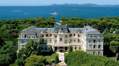 hotel du cap eden roc walk the red carpent at cannes for 75 000 extravaganzi