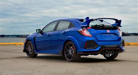 honda civic type r 2017 honda auctions off the first 2017 civic type r on bring a