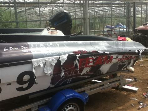 removing vinyl wrap on boat offshore race boat build bernico f2 extreme