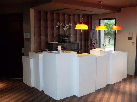 Comptoir De Reception Hotel 2480 by Heptagone 201 B 233 Nisterie Et Menuiserie 187 R 233 Alisations