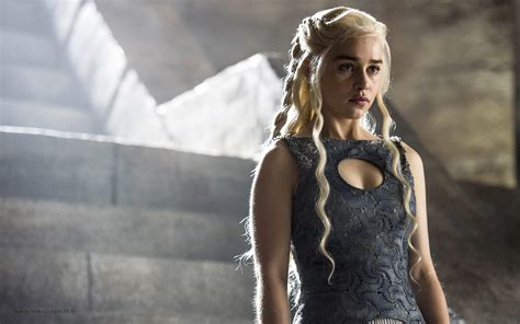 emilia clarke game of thrones emilia clarke goes nude again for game of thrones