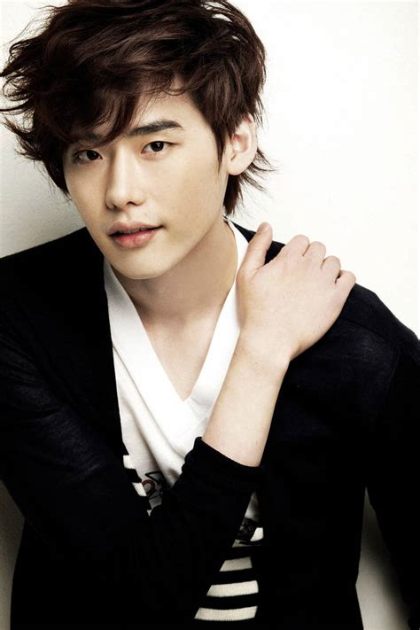 Film Lee Jong Suk | lee jong suk to possibly have a love line with park bo