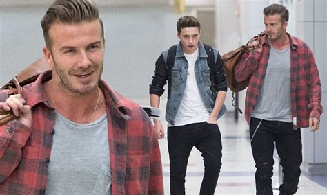 New Arrival Promo Selempang Beckham Nh03bv302 david beckham makes stylish arrival in new york with daily mail
