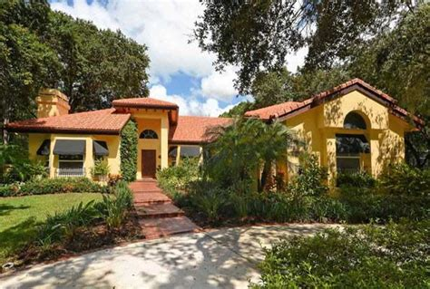 homes for sale sarasota fl golf community