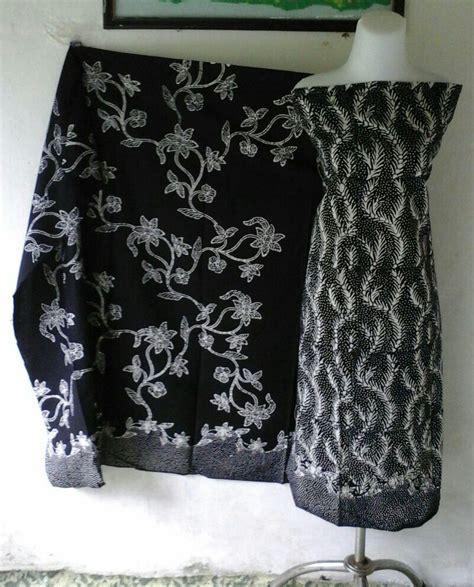 Kaos Ayam Jago Hitam batik tulis motif siang malam batik warna abstrak