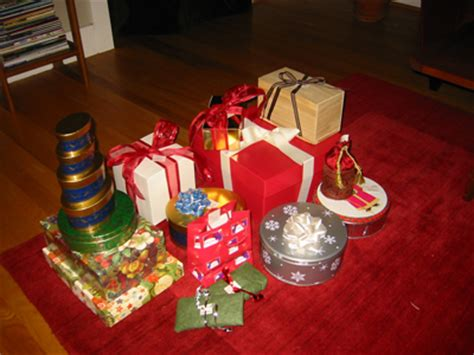 never buy wrapping paper again reusable gift wrap ideas