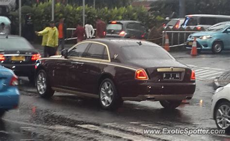 roll royce indonesia rolls royce ghost spotted in jakarta indonesia on 01 25 2015