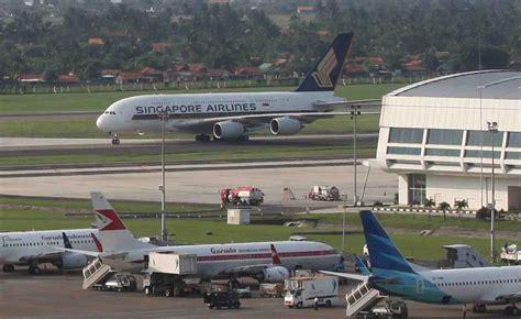 emirates a380 jakarta first ever an airbus a380 landing on soekarno hatta