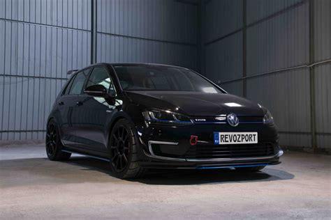 volkswagen race car revozport built a volkswagen e golf race car and it s