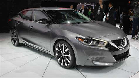 gray nissan maxima 2016 2016 nissan maxima offers 300 hp and 30 mpg for 32 410