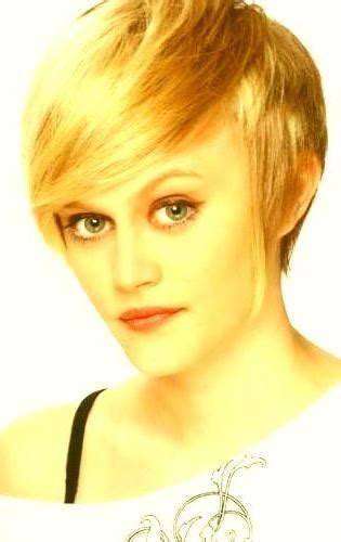 woman wearing hairstyle in dog ears 20 best ideas of short haircuts for women with big ears