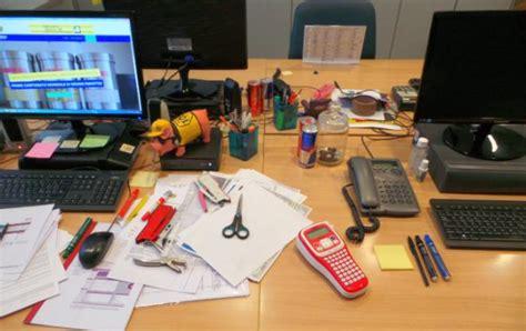 scrivania ordinata scrivania in ordine o scrivania in disordine questo 232