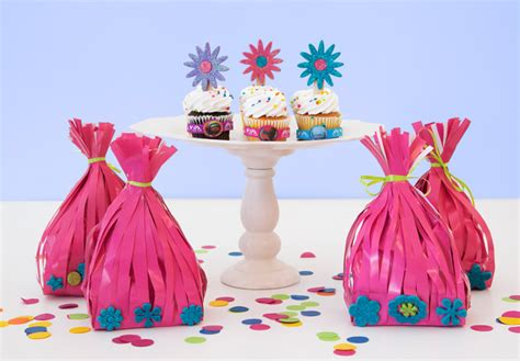 9 ways to dance sing amp party with trolls   the glue string