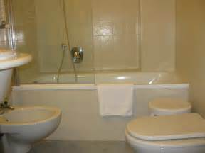 Commercial Bathroom Size file hotel bathrooms img 3853 jpg wikimedia commons