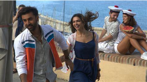 Film India Terbaru Tamasha   mantan tapi mesra deepika padukone gandeng tangan ranbir
