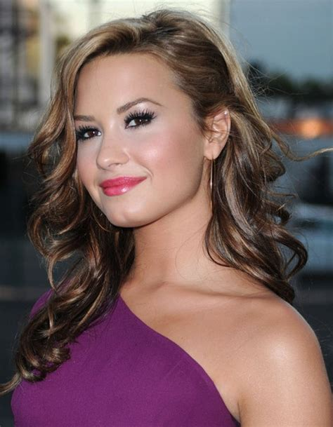 hairstyles to the side with curls demi lovato hairstyles side parted long curls pretty