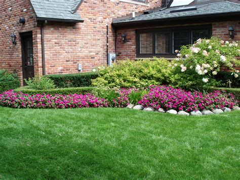 house lawn designs simple side yard landscaping house design for ranch style homes with red exterior