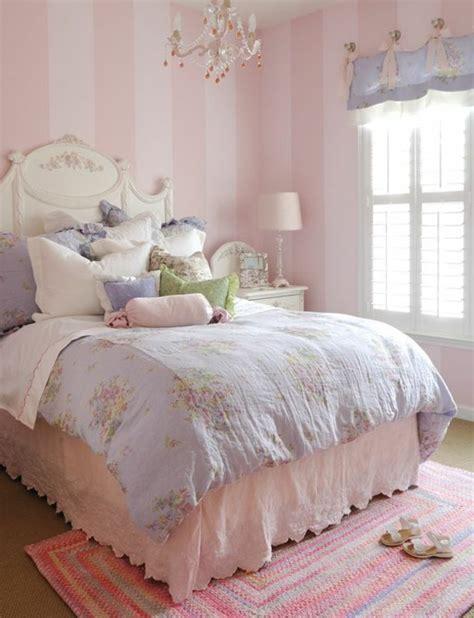 Formidable Tapis Pour Chambre Fille #1: 00-chambre-fille-rose-tapis-coloré-couverture-de-lit-shabby-chic-tapis-papier-peint-rose-pale.jpg