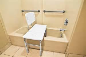 Bathtub Lift Seats Instala Un Asiento En La Ducha O La Ba 241 Era Canalhogar