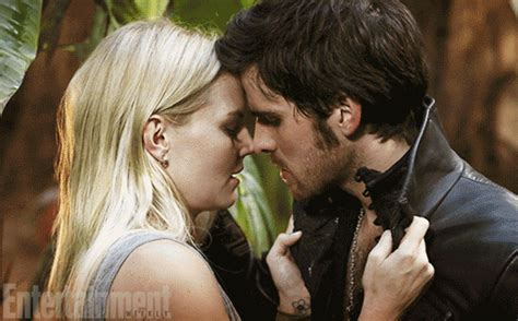 emma stone the hook once upon a time first look emma and hook spoiler