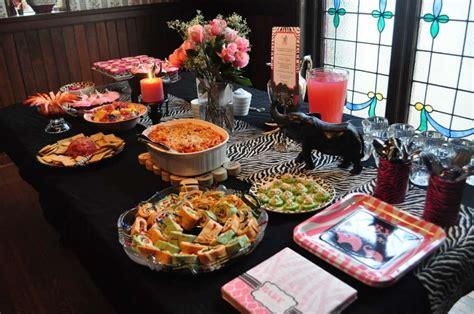apparecchiare la tavola per compleanno apparecchiare la tavola per un buffet foto nanopress donna
