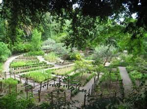 le jardin des plantes aromatiques parc du mugel juin
