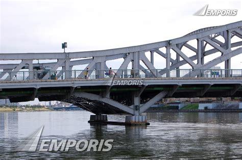 view larger pont henri iv ch 226 tellerault 1257965 emporis