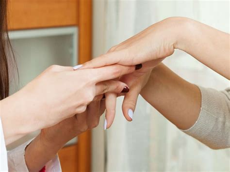 dark line on fingernail what do vertical black lines on fingernails mean melanoma