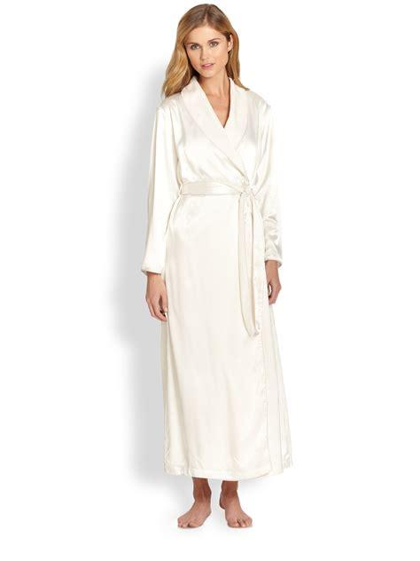 oscar de la renta robe oscar de la renta simply robe in white ivory
