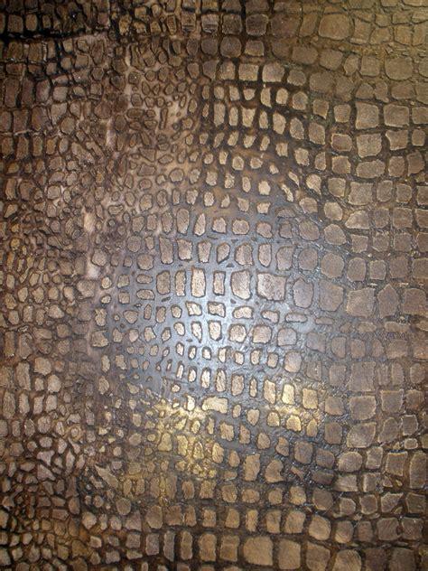 faux finish walls bb faux finish gold wall crocodile effect