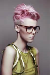 pinks new haircut 2015 coupe et coloration funky pour femme aux cheveux courts