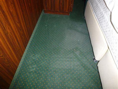 unter dem teppich bild quot teppich unter dem bett quot zu derag livinghotel kaiser