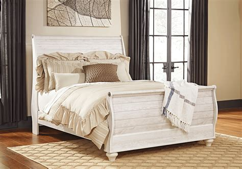 whitewash bedroom furniture willowton whitewash queen sleigh set