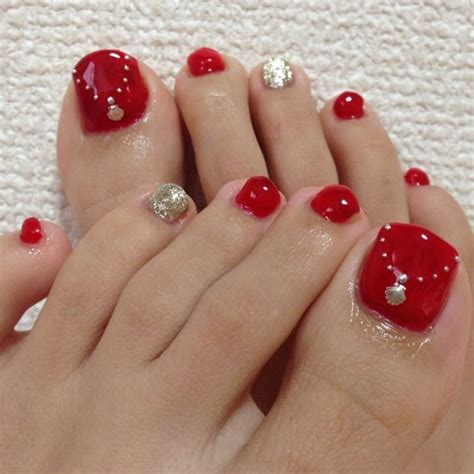 whays the latest in toe nail polish 17 best ideas about gold toe nails on pinterest gold