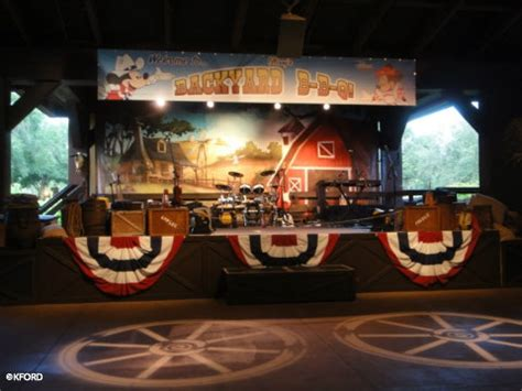mickey s backyard bbq serving mickey s backyard bbq is great all american activity for