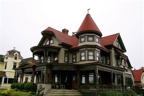 queen anne victorian house queen anne victorian plantation victorian manor