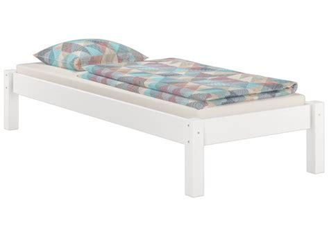 futonbett 90x200 mit matratze weisses futonbett ohne kopfteil kiefer massiv 90x200 mit