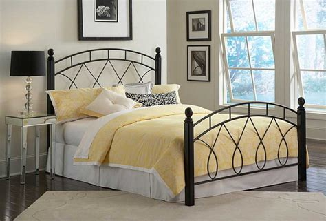 Decorating Bedrooms With Metal Beds by Metal Beds In Bedroom Design