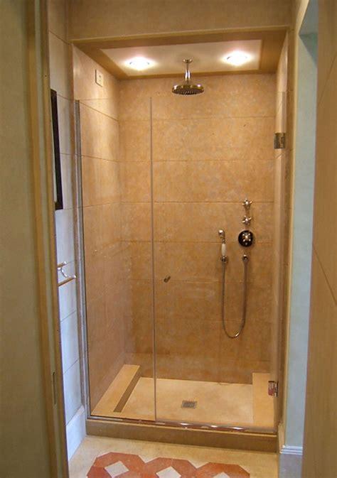 doccia a muro box doccia a muro boiserie in ceramica per bagno