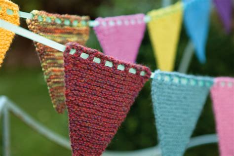 knitting pattern for christmas tree bunting how to knit your own bunting hobbycraft blog