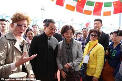 qian yi ask fm wife of chinese fm hosts charity sale in bird s nest of