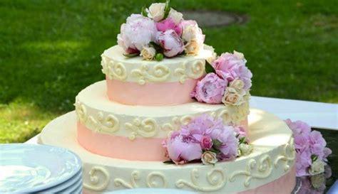 membuat hiasan kue pengantin mengapa kue pengantin dibuat tiga tingkat viva co id