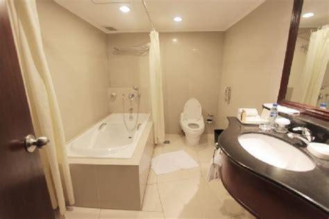 hotel with bathtub manila the dusit thani manila picture of dusit thani manila