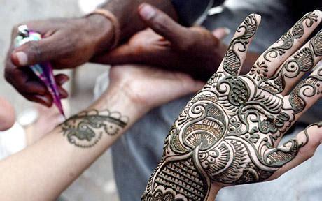 henna tattoo risks henna tattoos linked to leukaemia risk telegraph