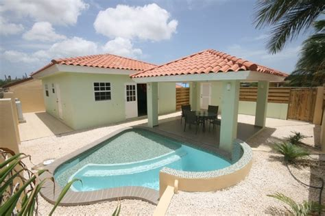 aruba bungalows huisvesting aruba bungalow 9v rentals aruba