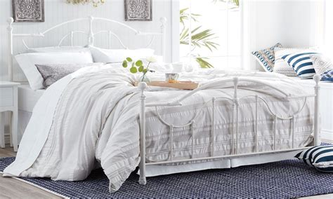 chagne bedding tips on changing sheets overstock com